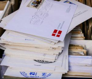 Przesyłkę do sądu najlepiej nadawać za pośrednictwem Poczty Polskiej.